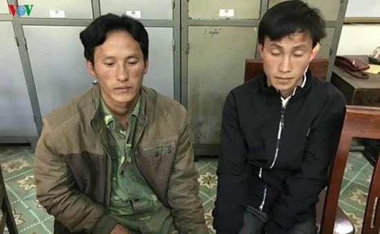 Ba bố con tấn công cảnh sát để giải cứu mẹ