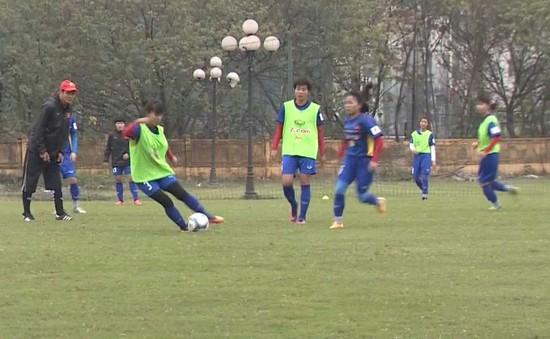ĐT bóng đá nữ Việt Nam rèn kỹ chiến thuật trước trận giao hữu