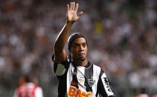 Ronaldinho chính thức từ giã sự nghiệp cầu thủ