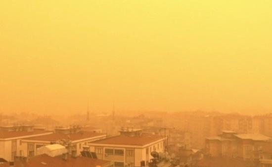 Bão bụi nhuộm vàng miền Đông Nam Thổ Nhĩ Kỳ
