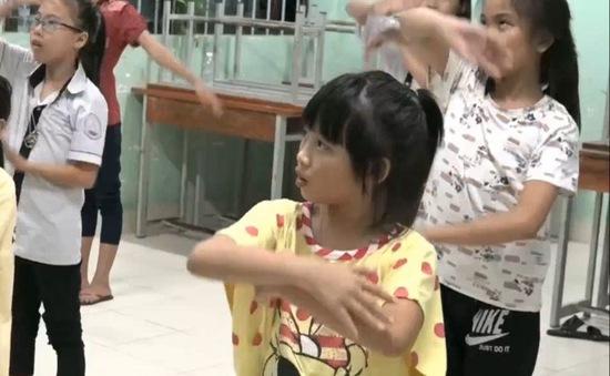 Việc Tử Tế: Lớp học đờn ca tài tử miễn phí cho trẻ em nghèo