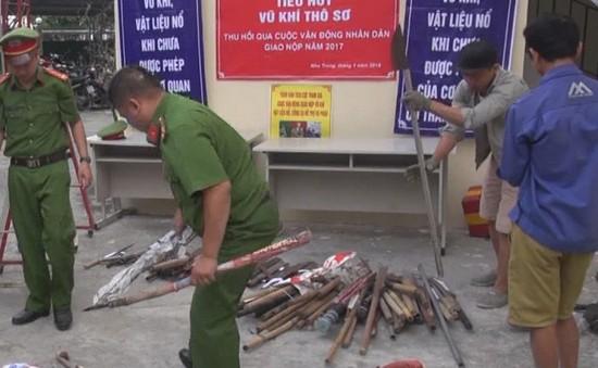 Nha Trang: Tiêu hủy vũ khí thô sơ do nhân dân giao nộp