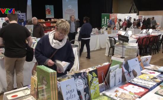 Thói quen đọc sách tăng trở lại ở châu Âu