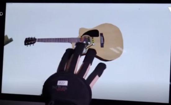 Găng tay cầm nắm đồ vật trong không gian ảo