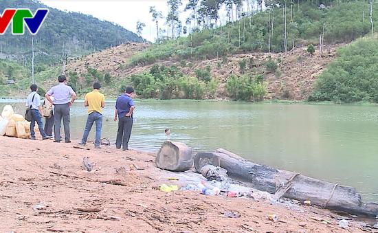 Phát hiện bãi tập kết gỗ trái phép dưới lòng hồ thủy điện Sê San 3A