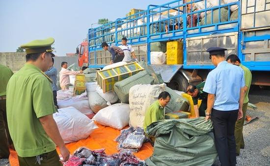 """""""Nóng"""" tình trạng buôn lậu hàng qua biên giới dịp cận Tết"""