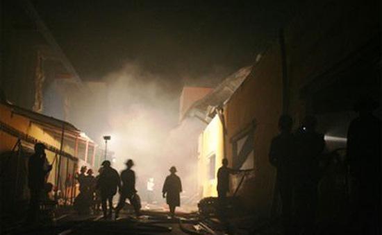 Hỏa hoạn thiêu rụi hàng nghìn m2 nhà xưởng trong đêm