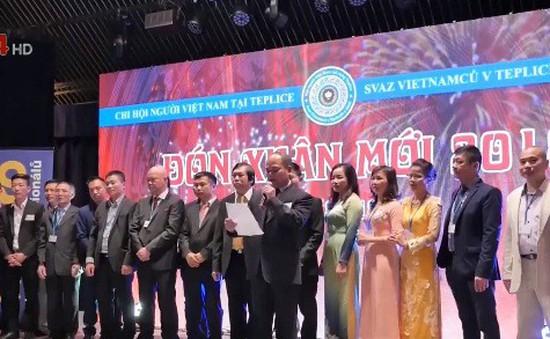 Ra mắt BCH Chi hội người Việt Nam thành phố Teplice và vùng lân cận