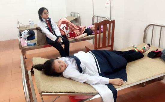 Hải Phòng: 23 cô trò ngất xỉu vì ngộ độc khí