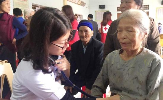 Hà Tĩnh: Hơn 400 người nghèo được khám, cấp thuốc miễn phí