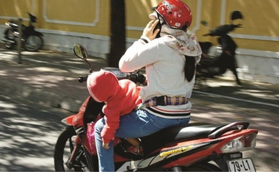 Sử dụng điện thoại khi lái xe - Tác hại khôn lường
