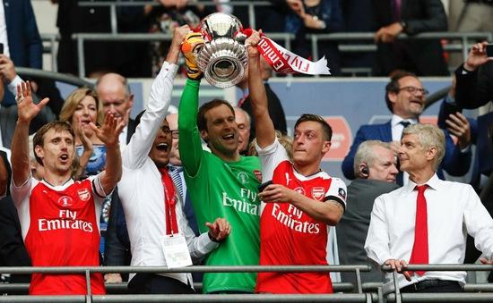 Vừa mất Sanchez, Arsenal lại bị nhòm ngó ngôi sao