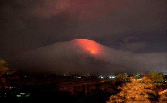 Philippines sơ tán hơn 9.000 người do lo ngại núi lửa phun trào