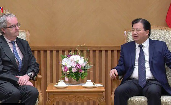 Đề nghị EIB hỗ trợ Việt Nam phát triển hạ tầng
