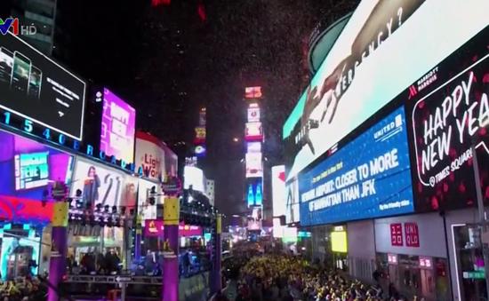 Bất chấp cái rét kỷ lục, gần 2 triệu người vẫn đổ xô đón giao thừa tại Quảng trường Thời đại