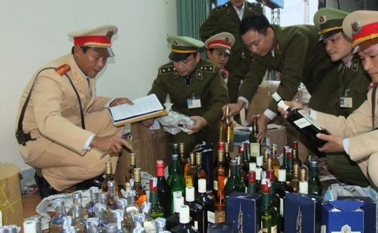 Phát hiện hàng trăm chai rượu ngoại không rõ nguồn gốc