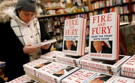 Cuốn sách khiến ông Donald Trump nổi giận bán chạy như tôm tươi