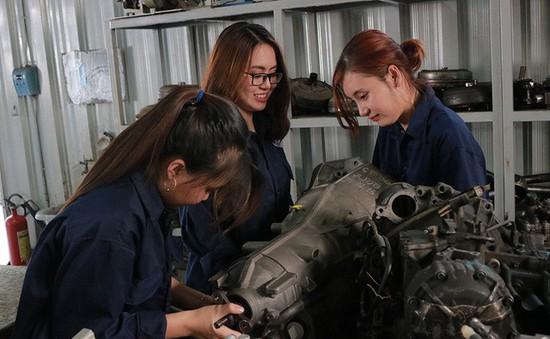 ĐH Sư phạm kỹ thuật TP.HCM giảm 50% học phí cho sinh viên nữ