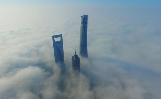 Sương mù ảnh hưởng nặng nề đến giao thông tại Thượng Hải, Trung Quốc