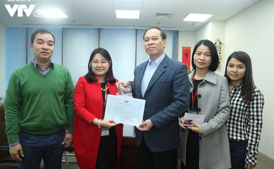 Cộng đồng người Việt Nam tại Áo trao tặng 2.000 Euro cho Quỹ Tấm lòng Việt
