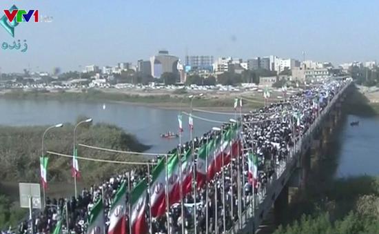 Hàng chục nghìn người tuần hành ủng hộ chính phủ Iran