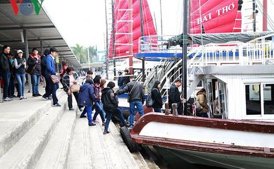 Gần 34.000 lượt khách tới vịnh Hạ Long trong dịp nghỉ lễ Tết Dương lịch