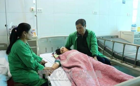 Cấp cứu kịp thời người bị nạn trong vụ tai nạn cháy nổ tại Bắc Ninh