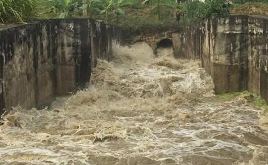 Vỡ phai xả tràn hồ chứa bùn thải apatit Lào Cai