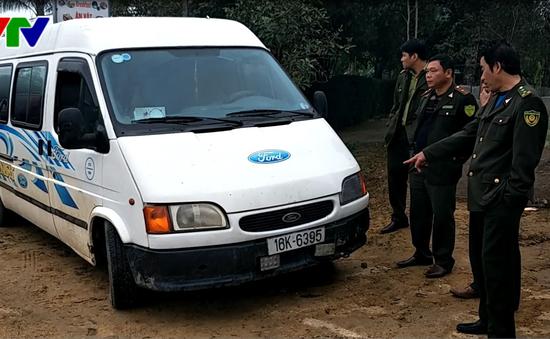 Hà Tĩnh: Bắt xe chở gỗ trái phép, đâm xe kiểm lâm để bỏ trốn