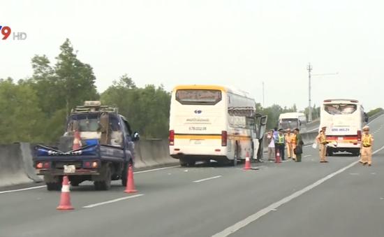 2 vụ tai nạn liên hoàn ngày đầu năm trên cao tốc Trung Lương