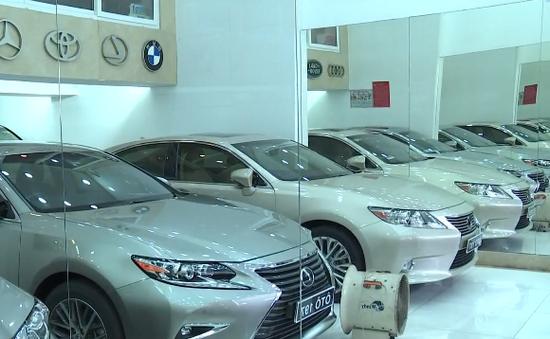 Cận Tết: Xe mới, xe cũ cùng tăng giá