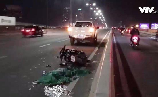 Xe máy chạy vào làn ô tô, 3 người thương vong