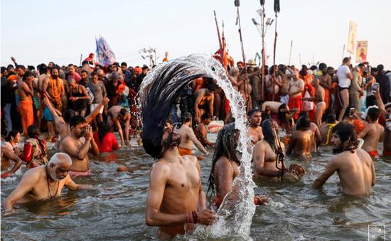 Hàng chục triệu người hành hương về Ấn Độ tham gia lễ hội Kumbh Mela