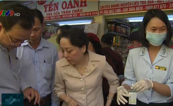 Kiểm tra ATTP dịp Tết tại chợ Bình Tây và chợ Kim Biên, TP.HCM