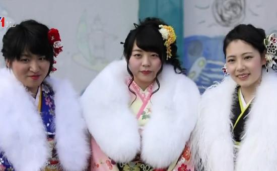 Thiếu nữ Nhật Bản rạng rỡ với Kimono trong lễ trưởng thành