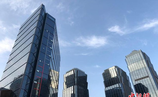 Nhiệt kế khổng lồ cao hơn 53m, thiết kế bên ngoài tòa cao ốc