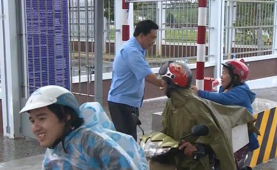 Người dân bức xúc vì bến xe trung tâm thành phố Cần Thơ thu phí xe máy