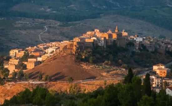 Giảm dân số nghiêm trọng, 1 thị trấn Italy bán nhà với giá 1 Euro