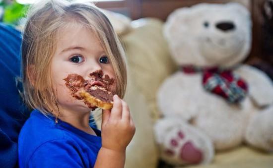 Trẻ 10 tuổi ở Anh tiêu thụ lượng đường bằng thanh niên 18 tuổi