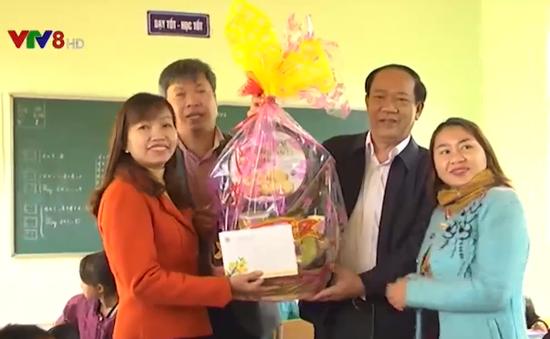 Chăm lo Tết cho đồng bào làng tái định cư Khe Chữ, Nam Trà My