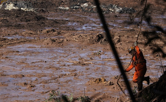 Vụ vỡ đập ở Brazil: Bùn thải gây ô nhiễm nguồn nước sạch