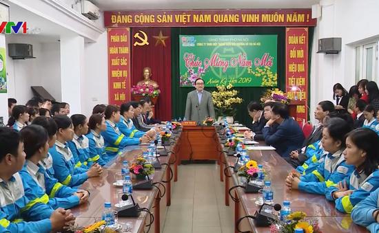 Bí thư Thành ủy Hà Nội chúc Tết công nhân vệ sinh môi trường