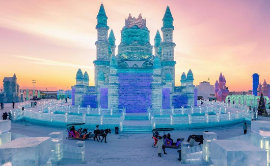 Trải nghiệm cảm giác lạnh buốt răng tại lễ hội băng lớn nhất thế giới ở Trung Quốc
