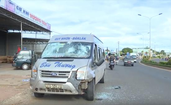 Gia Lai: Xe khách tông 2 xe máy, 4 người thương vong