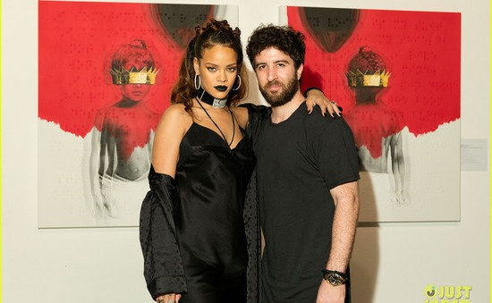 Chưa vội ra nhạc, Rihanna chúc mừng kỉ niệm 3 năm album cũ