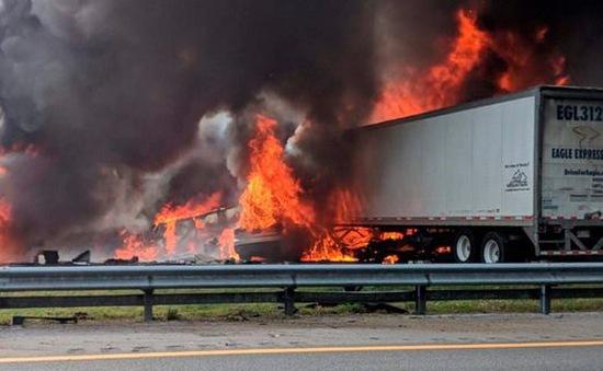 Tai nạn giao thông nghiêm trọng tại Mỹ, ít nhất 7 người thiệt mạng