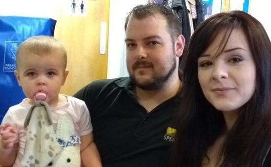 Em bé được sinh ra nhờ quỹ quyên góp thụ tinh nhân tạo trên mạng Facebook