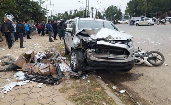 TNGT nghiêm trọng ở Hà Nội: Xe ô tô mất lái, 2 người tử vong