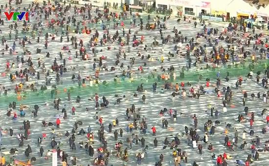 Độc đáo lễ hội câu cá trên băng ở Hàn Quốc