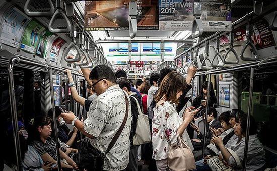 """Nhận hơn 2,3 tỷ đồng để """"nhịn"""" smartphone trong 1 năm, liệu bạn có thể?"""